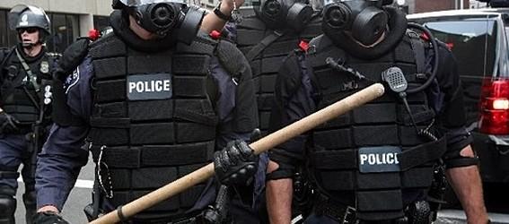 BATI'DA POLİSİN UYGULADIĞI ŞİDDET DEMOKRASİNİN YENİ KRİZİ Mİ?