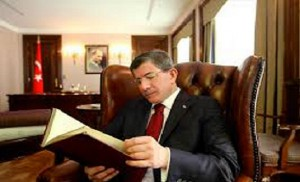 ahmet davutoglu kitap okuyor