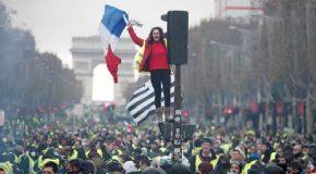 SARI YELEKLİLER PROTESTOLARI VE EMMANUEL MACRON'UN SİYASİ GELECEĞİ